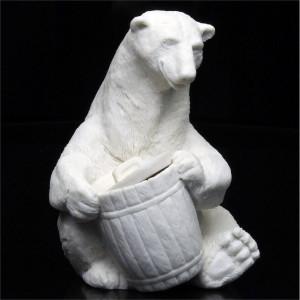 Медведь белый с бочонком