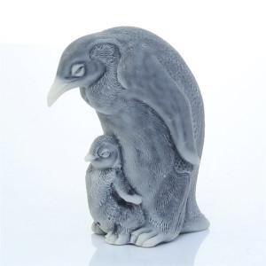 Пингвин с детенышем