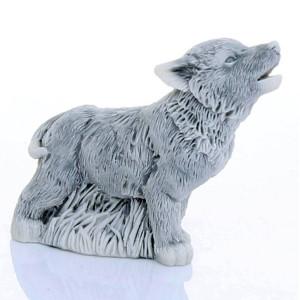 Волчонок воет маленький