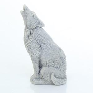Волк воет (барельеф) / магнит