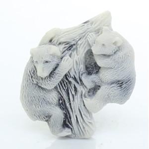 Два медвежонка на дереве (барельеф) / магнит