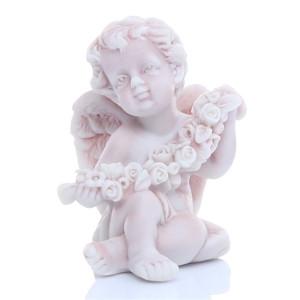 Ангелочек сидящий с венком