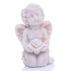 Ангелочек на коленях с бутоном розы